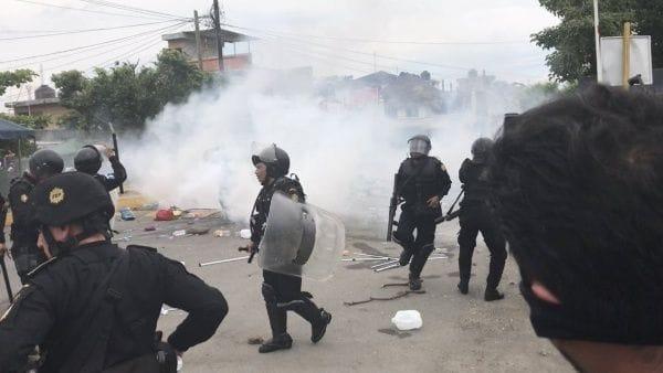 migrantes policia muere