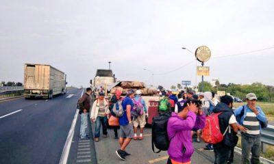Caravana pasa por Querétaro, una parte camina rumbo al Bajío