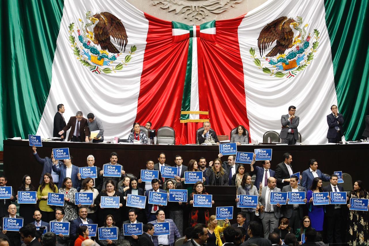 Diputados protestan para que se elimine el impuesto a las gasolinas