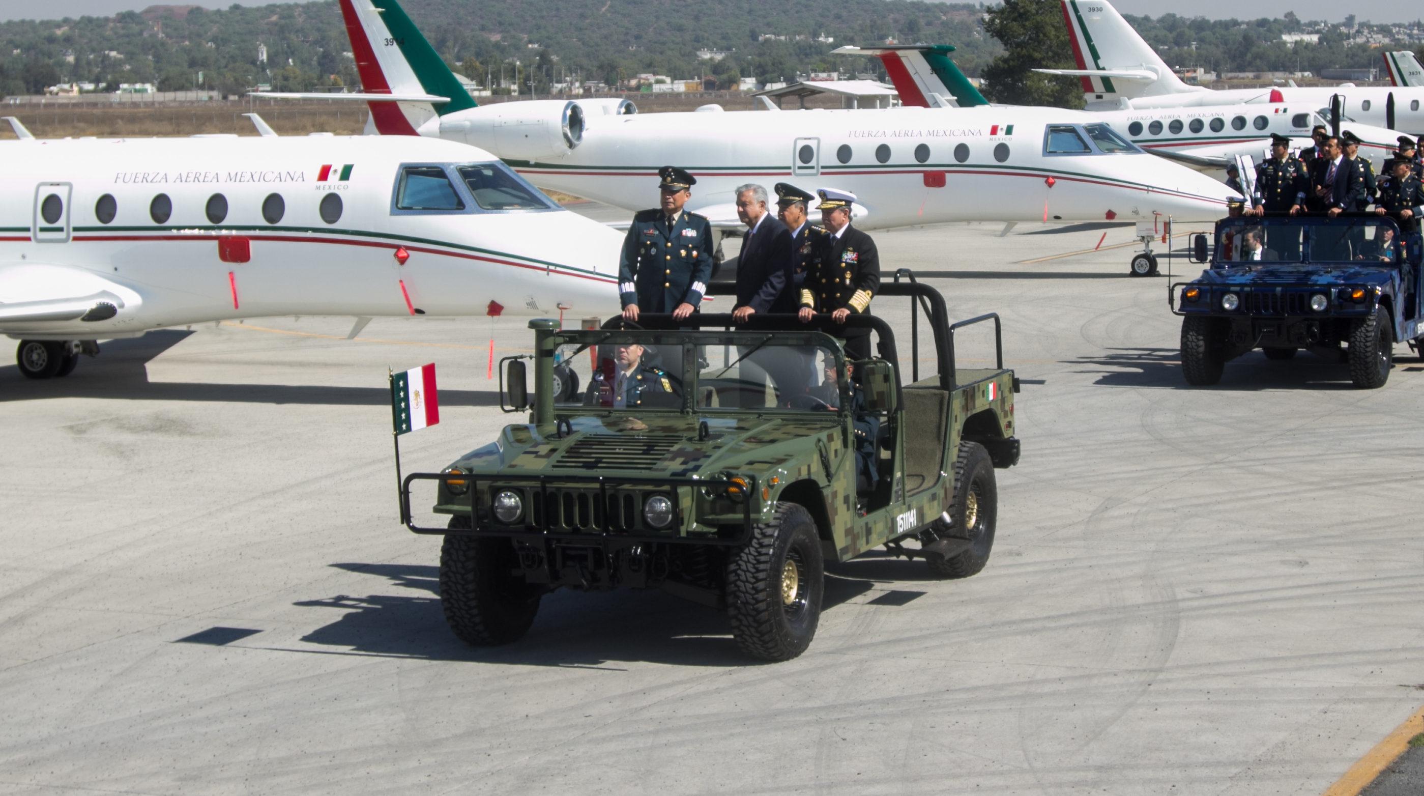 AMLO visitó la base de Santa Lucía y anunció que las ganancias del aeropuerto que ahí se instalará será para la SEDENA
