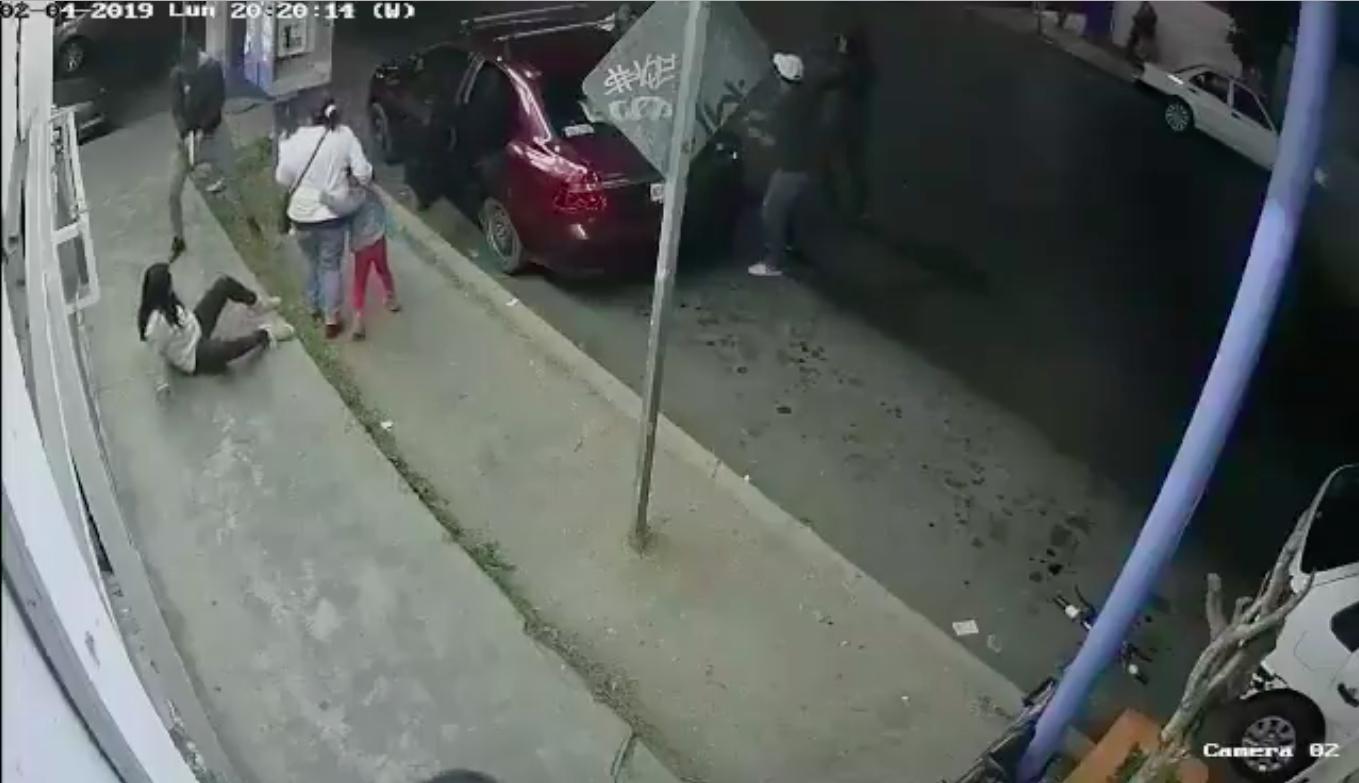 Ecatepec, Cerro Gordo, disparan, joven, asalto, robo, auto, Estado de México,