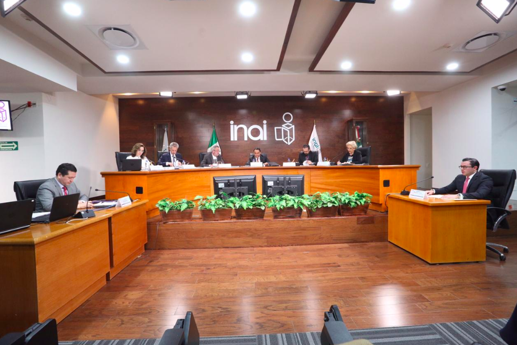 ASF pide investigar por qué 16 familiares trabajan en el INAI