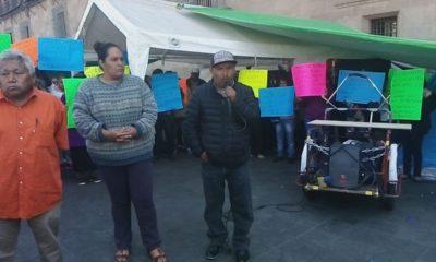 Desplazados de Guerrero, por la violencia, se instalaron en Palacio Nacional para pedir una audiencia con AMLO