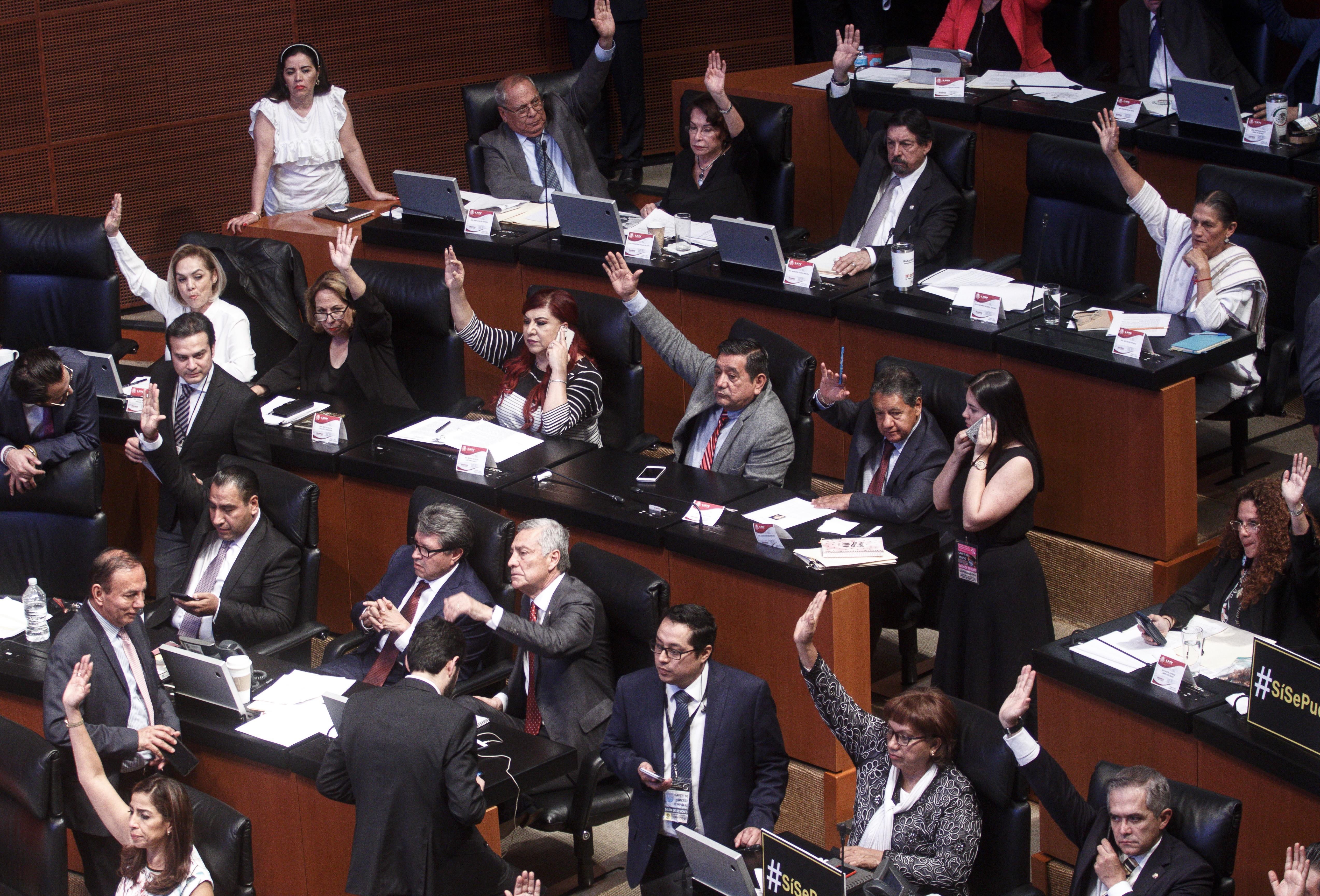 Senadores aprueban delitos presidente legisladores