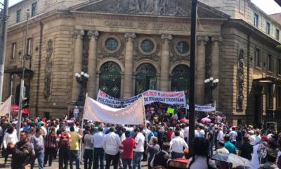 Tras choque entre ambulantes y taxistas se reanuda sesión en Congreso de CDMX
