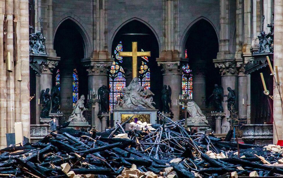 Notre Dame, incendio, collillas, trabajadores, prohibición, cigarros, París, Catedral, catastrofe,