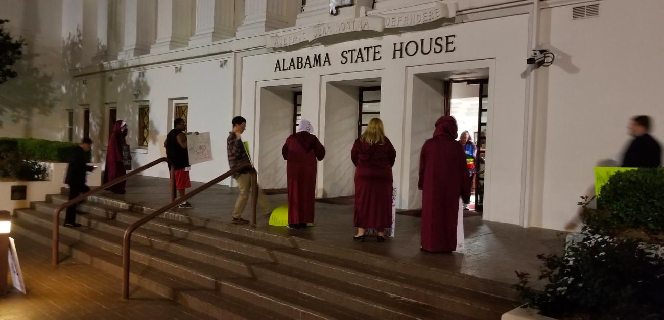 Alabama aprueba la ley de aborto mas restrictiva en EU/ La Hoguera