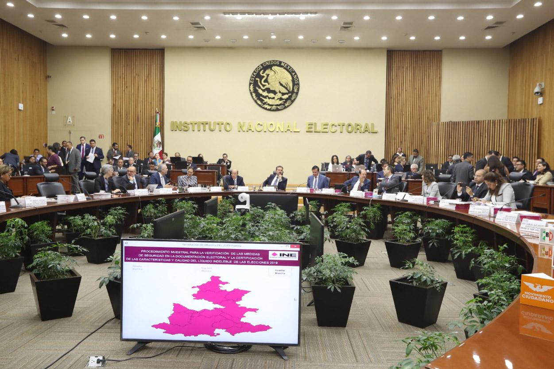 """INE ordena suspender transmisión de las """"mañaneras"""""""