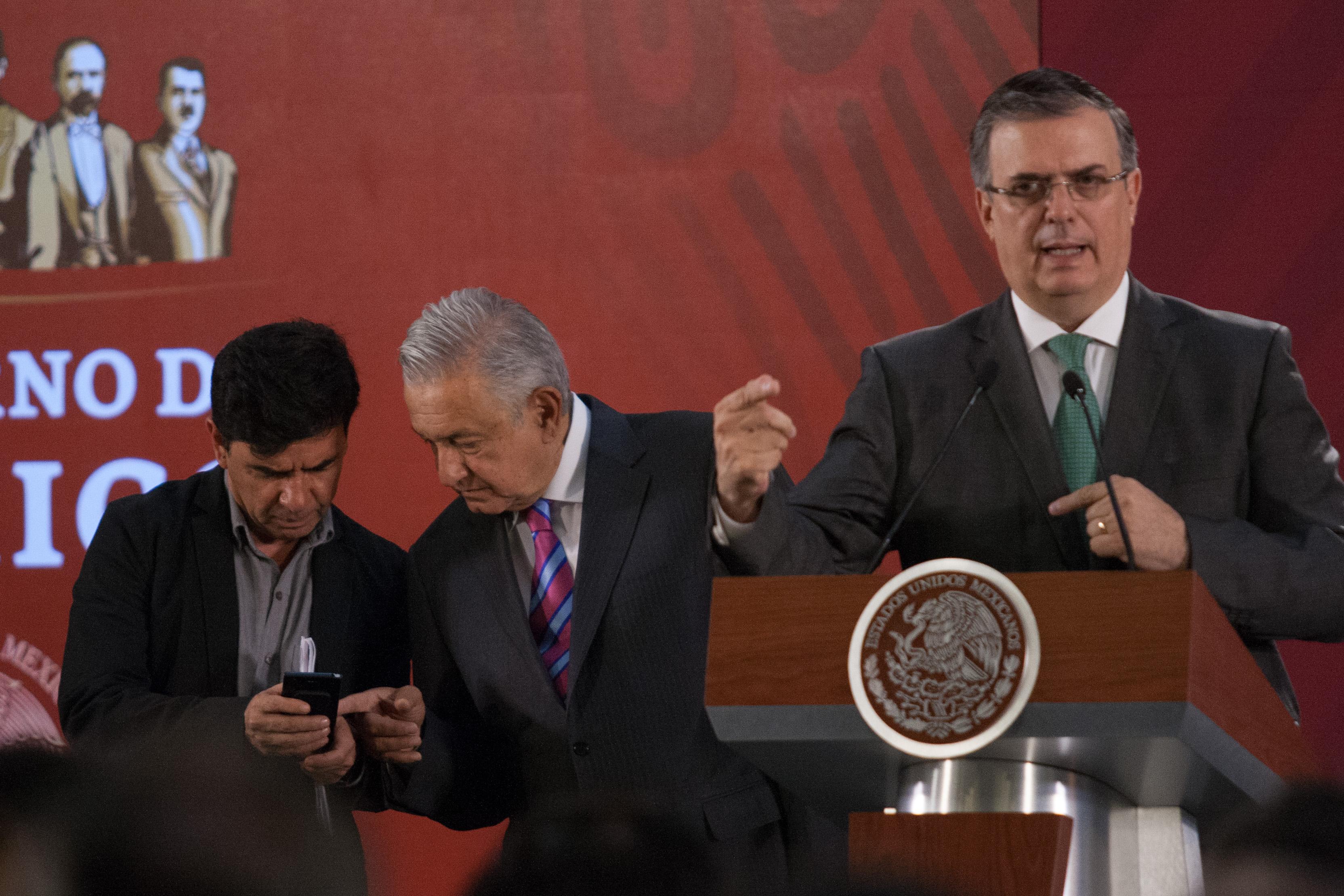 Secretario de Hacienda y Fuerzas armadas no se unirán a comitiva de Ebrard/ La Hoguera