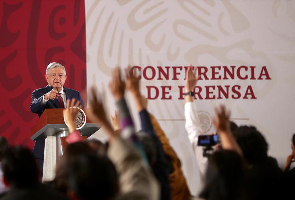 AMLO critica reducción en calificación a Pemex por parte de Fitch Ritings/ La Hoguera