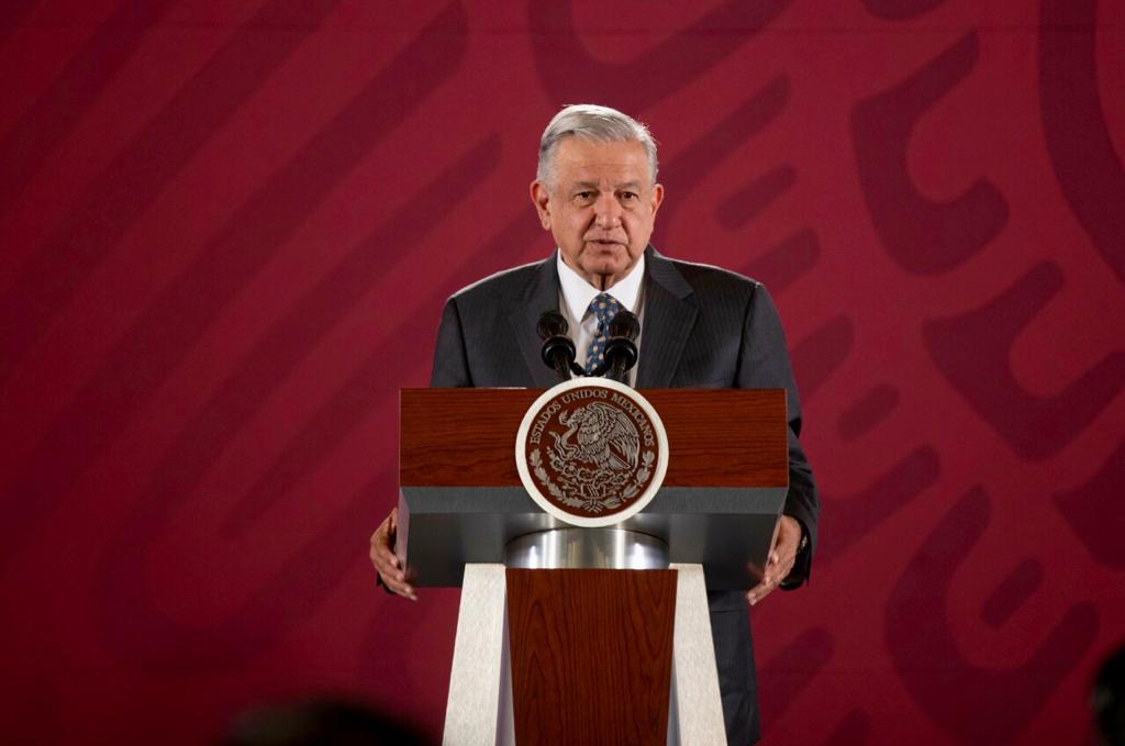 """AMLO arremete contra """"farsantes, simuladores, arribistas"""" de PAN y PRD"""