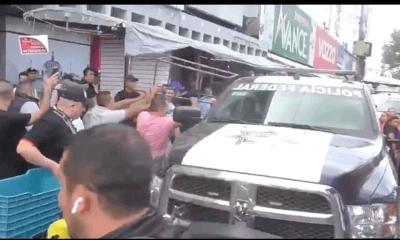Vendedores se enfrentan a policías en San Cosme