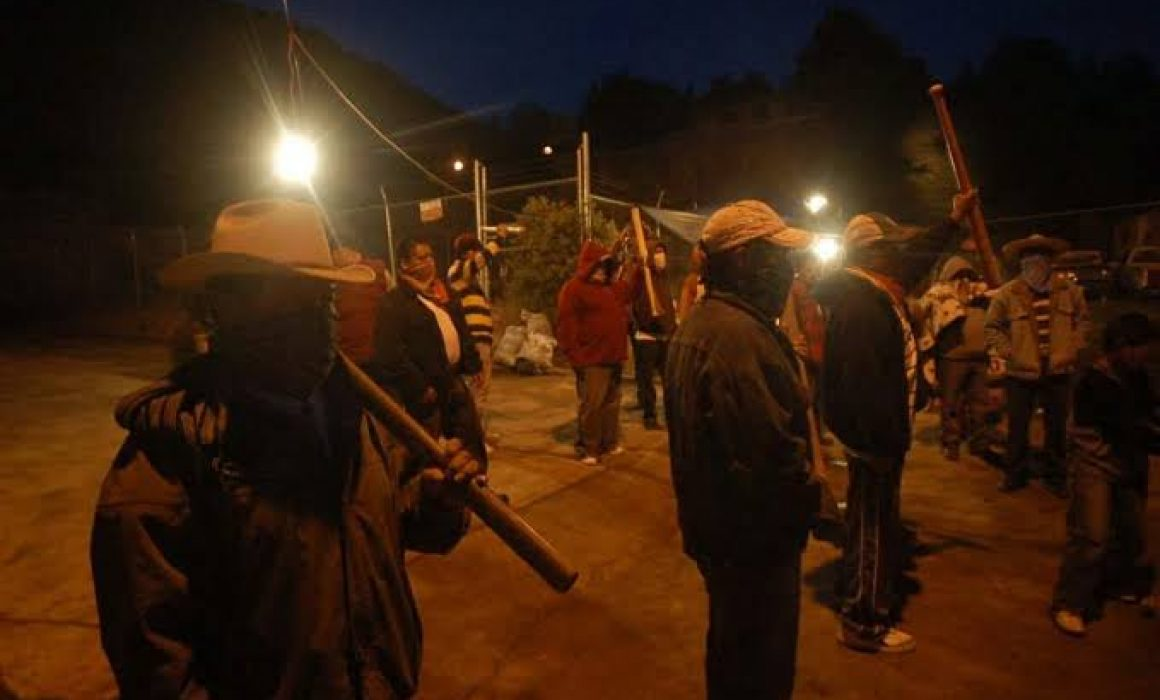 Linchan a tres hombres en Michoacán