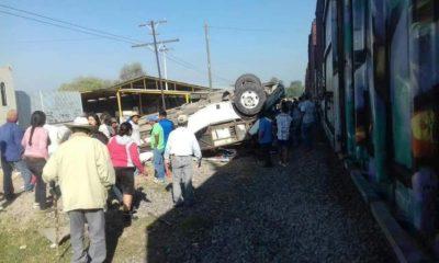 Tren embiste transporte público en Querétaro; reportan 9 muertos
