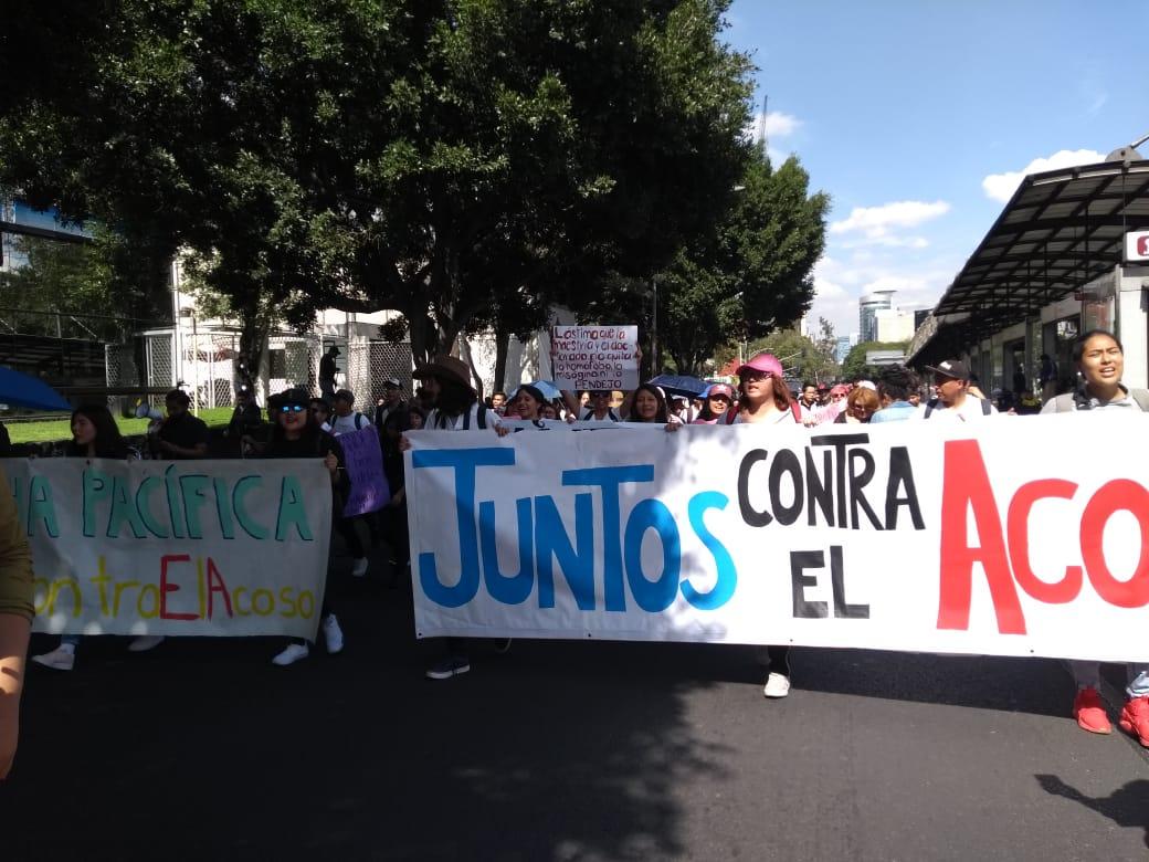 Encapuchados agreden periodistas en marcha de la UNAM