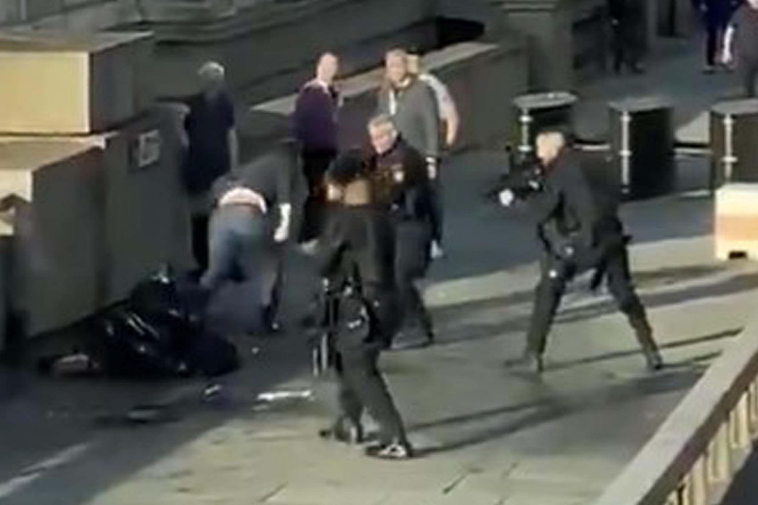 London Bridge, Ataque, Disparos, Agresor, Atacante, Asesino, Apuñala, Heridos, Muertos,