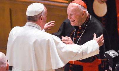 Cardenal pagó miles de dólares a 2 papas para encubrir abusos
