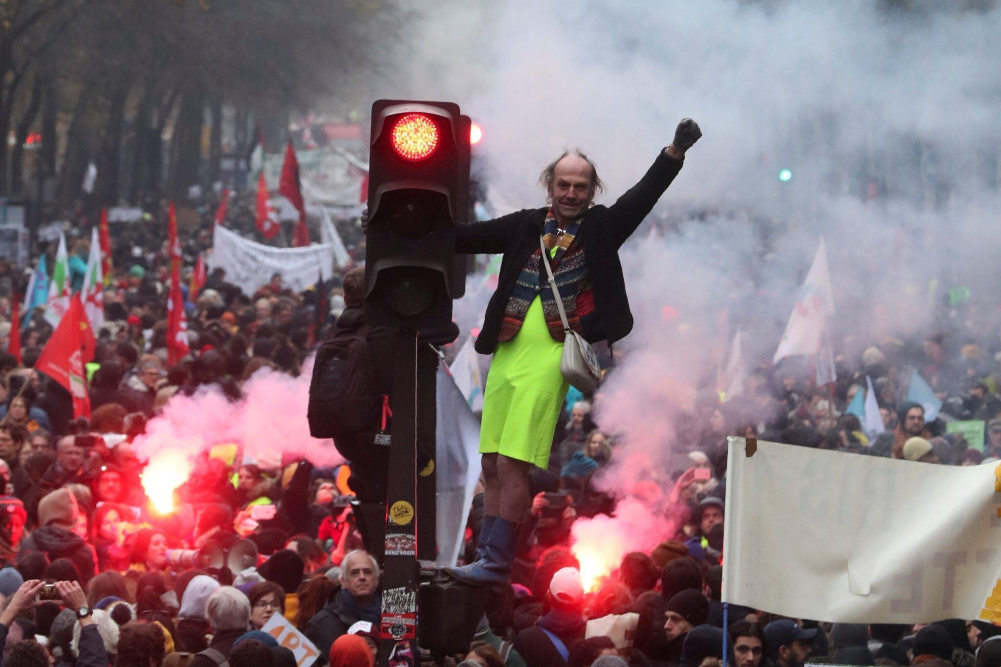 Protestas en Francia se extienden hasta el lunes