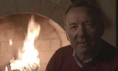 Kevin Spacey envía mensaje navideño a sus fans