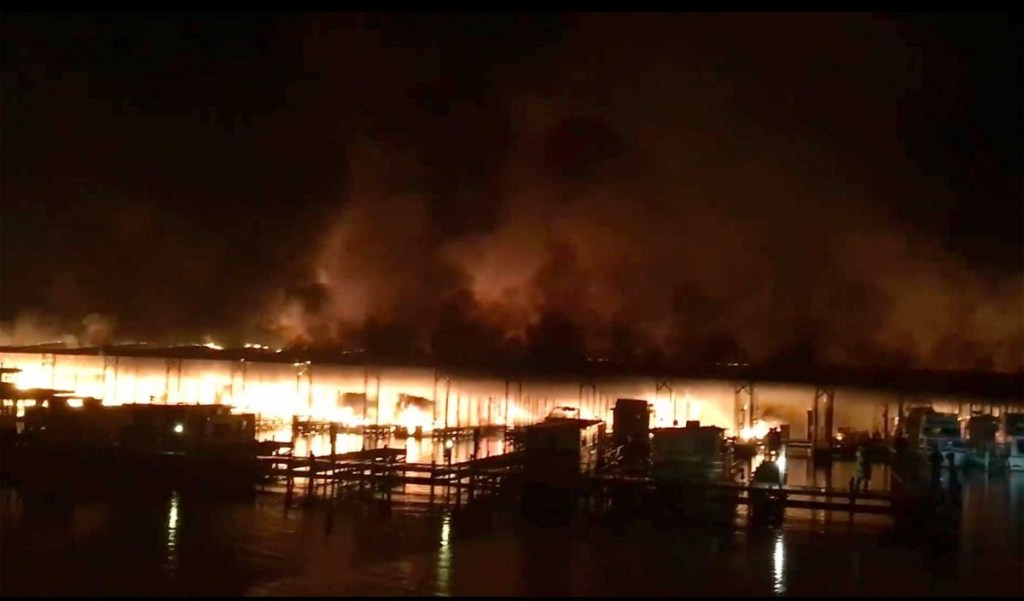 Incendio en puerto marítimo de Alabama deja 8 muertos