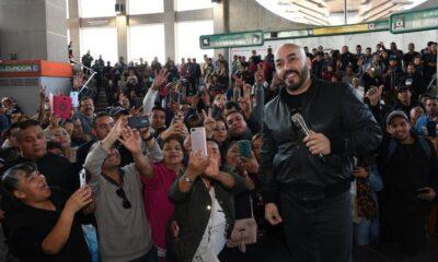 Lupillo Rivera canta en el Metro de la Ciudad de México