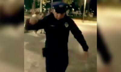 Policía amagó con disparar a perro en el Hemiciclo a Juárez