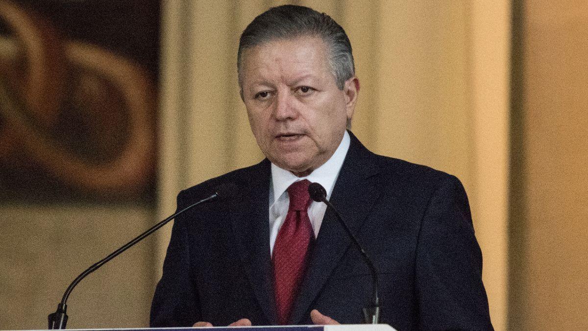 Arturo Zaldívar acepta colaborar en caso Ayotzinapa