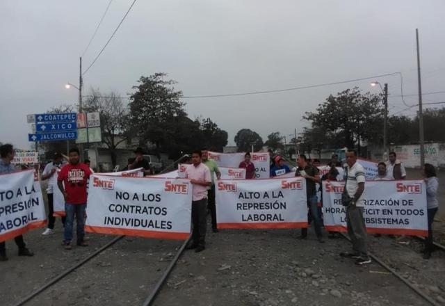 SNTE bloquea vías de tren en tres estados