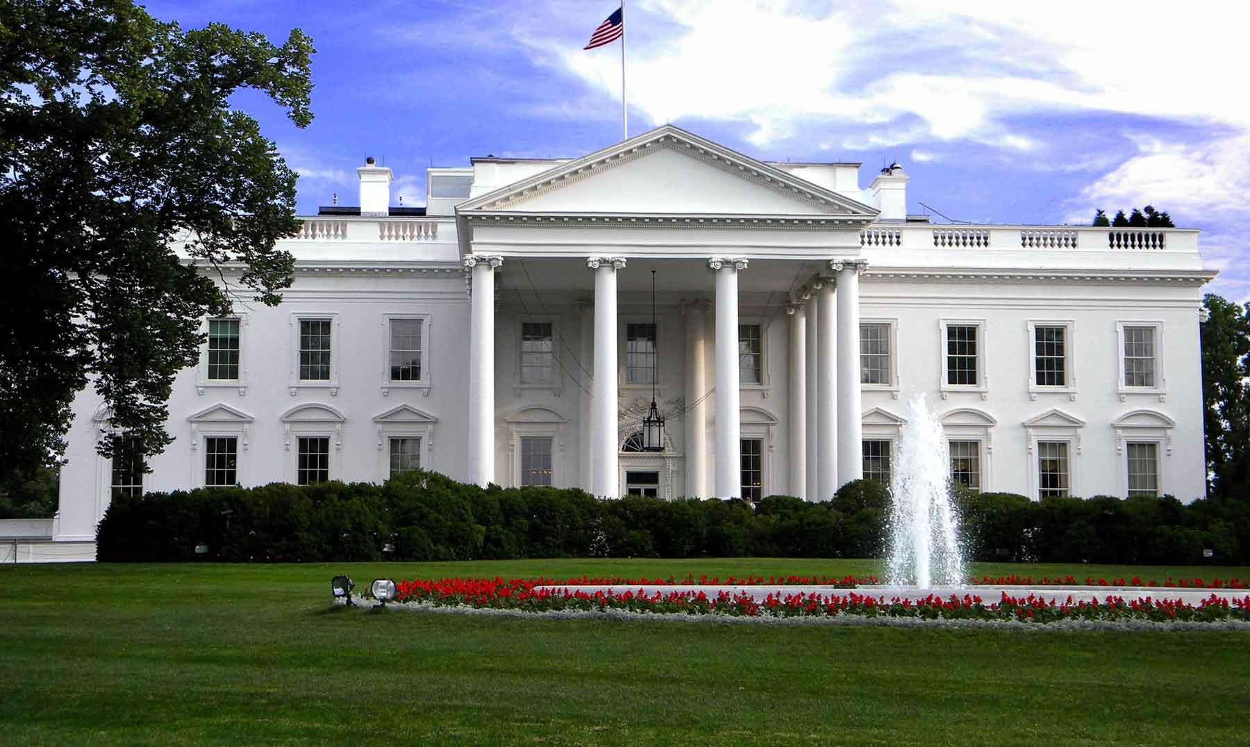 Da positivo por Covid-19 funcionario de la Casa Blanca