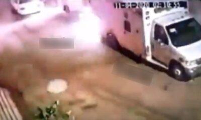 Sujetos queman dos ambulancias en Iztapalapa