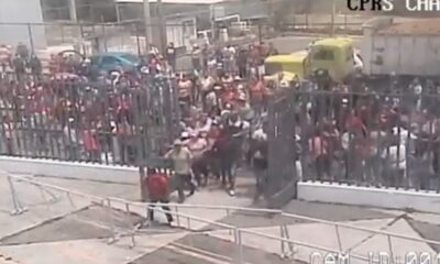 Dan 'Portazo' familiares de reos en penal de Chalco