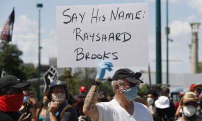 Cesan a policía por muerte de afroamericano en Atlanta