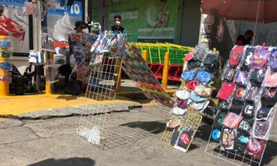 Pandemia favorece el negocio informal de cubrebocas en la CDMX