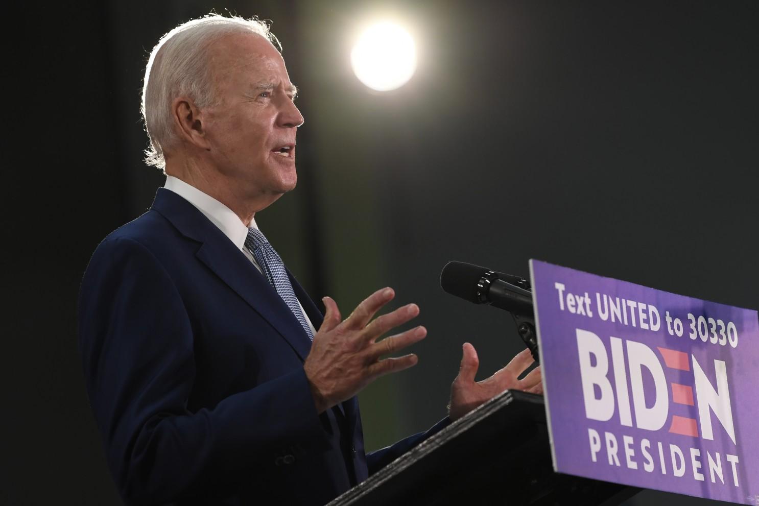 Biden ofrece legalizar a 11 millones de indocumentados si llega a la presidencia