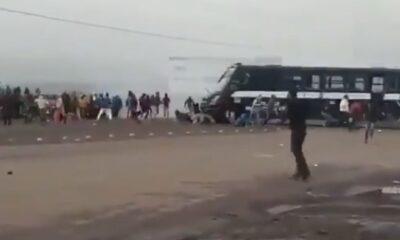 Normalistas en Michoacán son arrollados por autobús de la policía