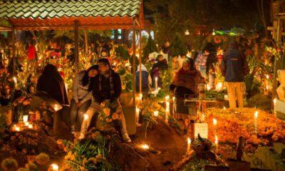 Tradición de ir a panteones en Día de Muertos es más colonial que prehispánico