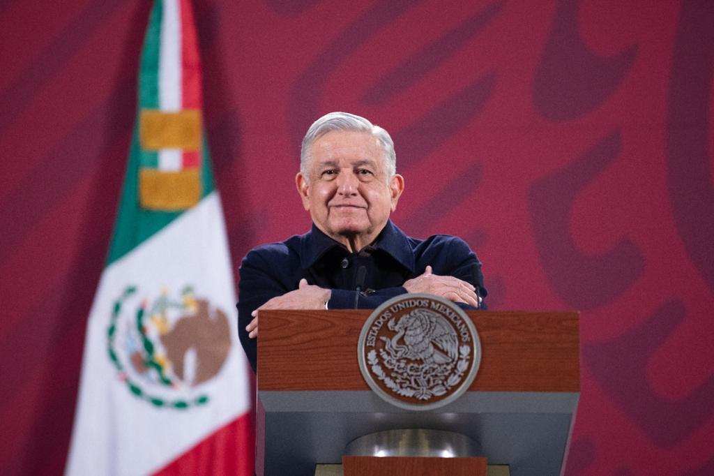 AMLO vuelve a arremeter contra alianza opositora, pero dice no intervenir en las elecciones
