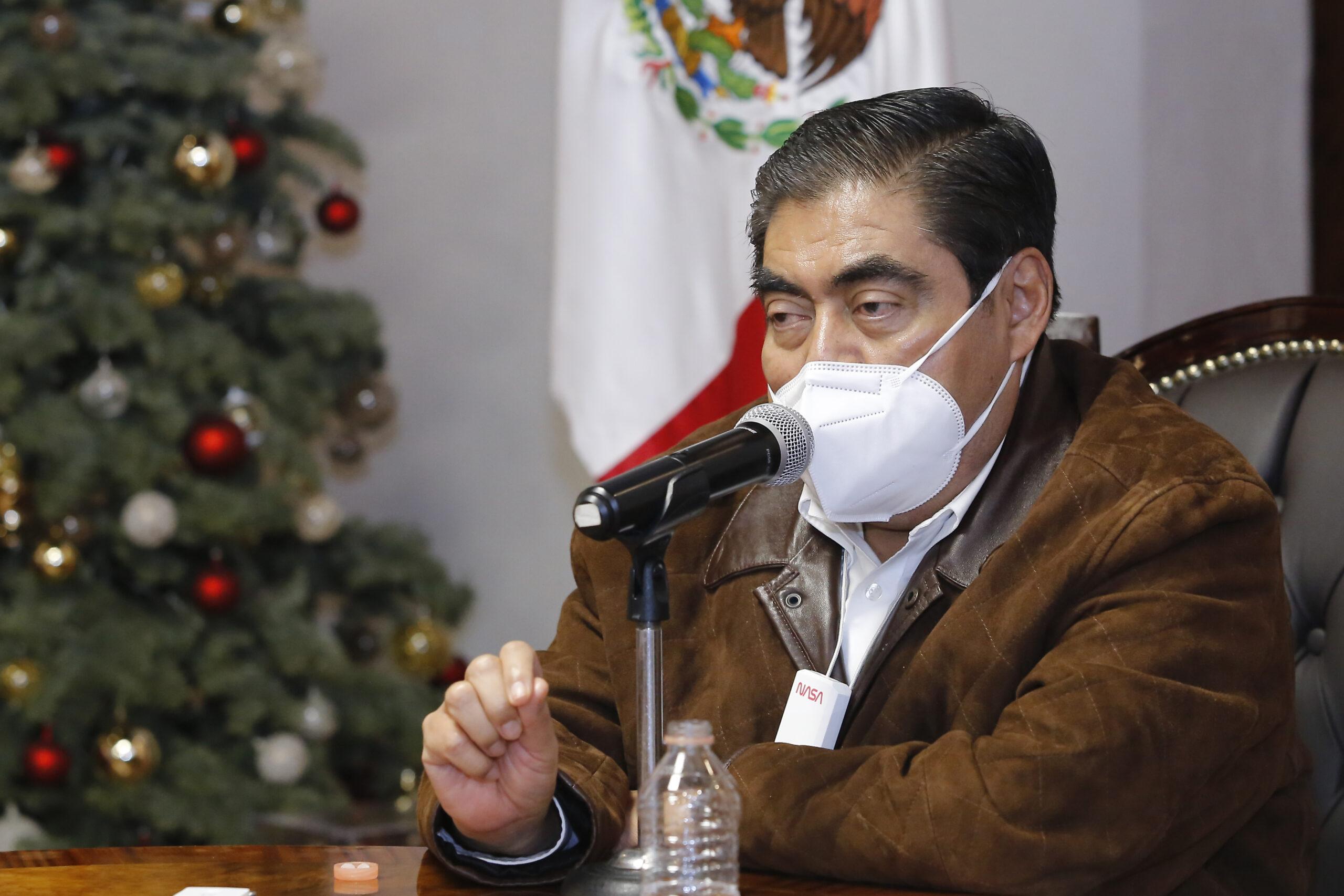 Advierte Barbosa que intervendrá hospitales por negar atención a pacientes con Covid-19