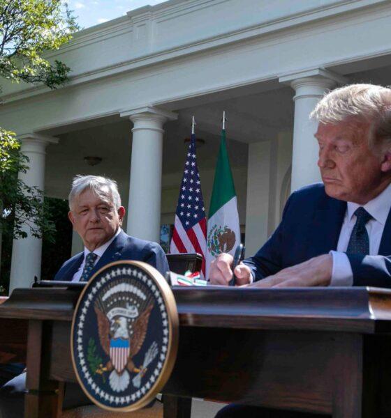 AMLO pone las manos sobre la mesa cuando Trump ya se levantó y Biden no se ha sentado