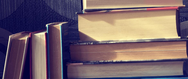 Dona libros a Quéleer