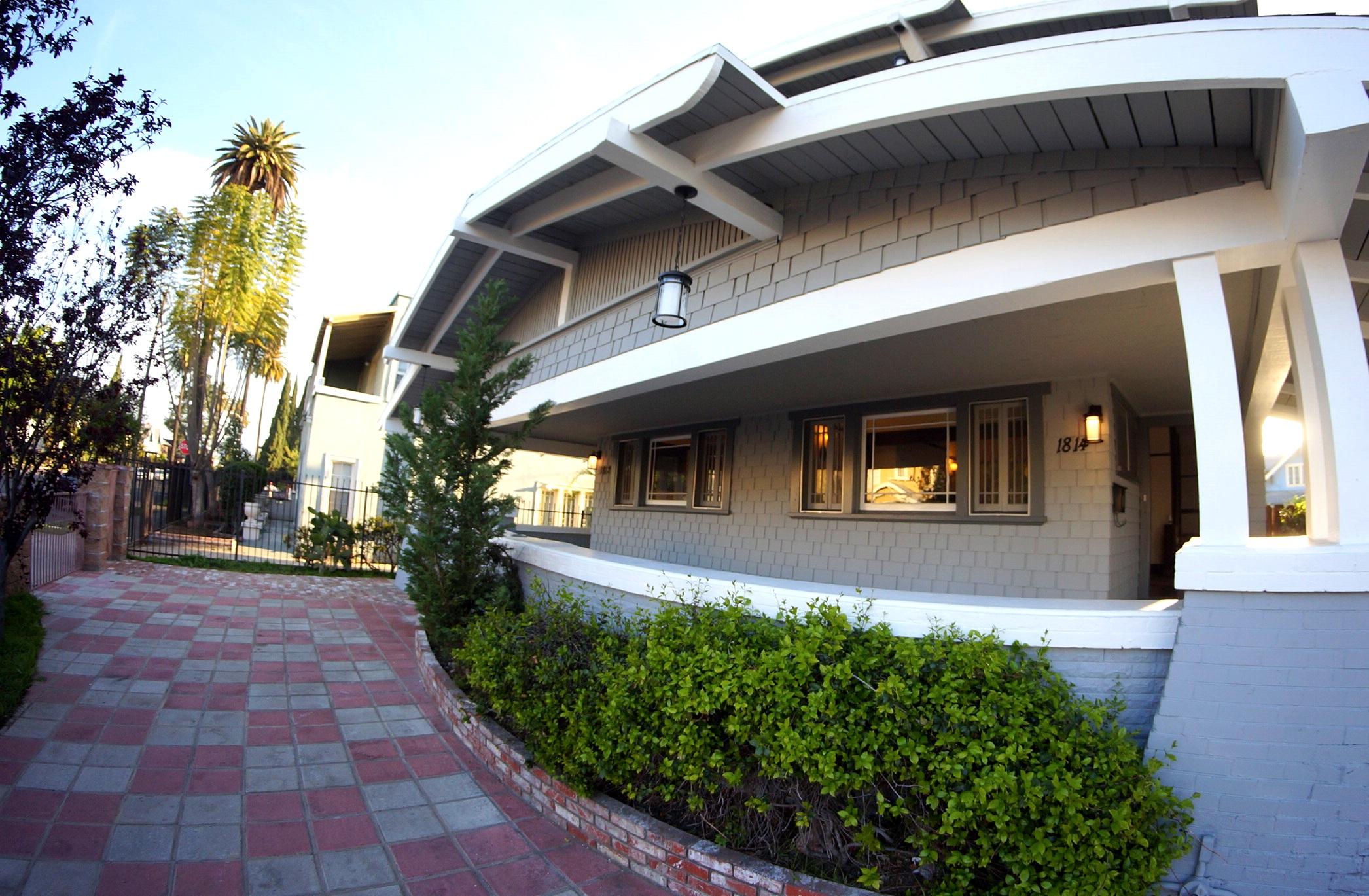 1814 Cimarron St., Los Angeles, CA 90019