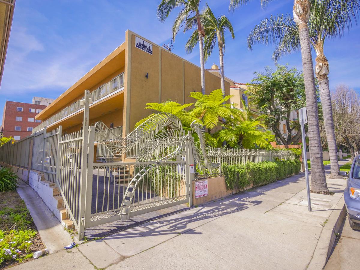 13952 Moorpark St., Sherman Oaks, CA 91423