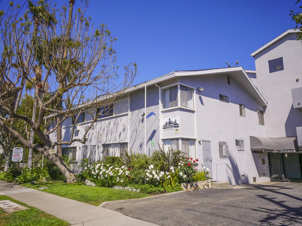 3042 Livonia Ave., Los Angeles, CA 90034