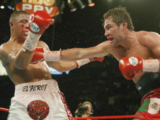 LAS VEGAS, UNITED STATES: Oscar de la Hoya (R) of the United States lands a right against compatriot Fernando Vargas (L) during the 11th round at Mandalay Bay Events Center in Las Vegas 14 September 2002. De la Hoya won an 11th round TKO to retain the World Boxing Council 154 pound title . AFP PHOTO/John GURZINSKI (Photo credit should read JOHN GURZINSKI/AFP/Getty Images)