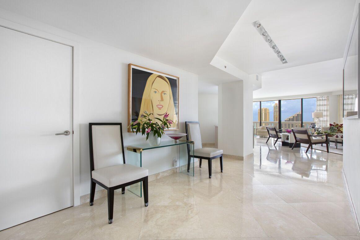 Entry | Interior Designer Kevin Gray