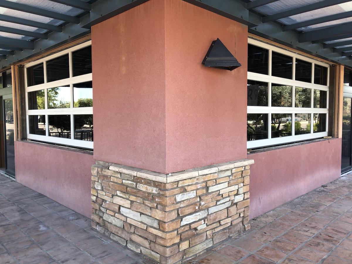 Modern_restaurant_doors_lake_havasu
