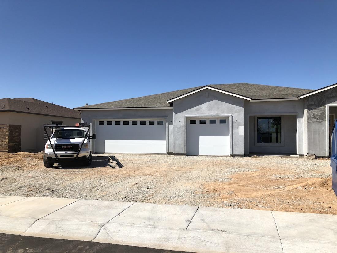 residential_panel_garage_doors_with_windows