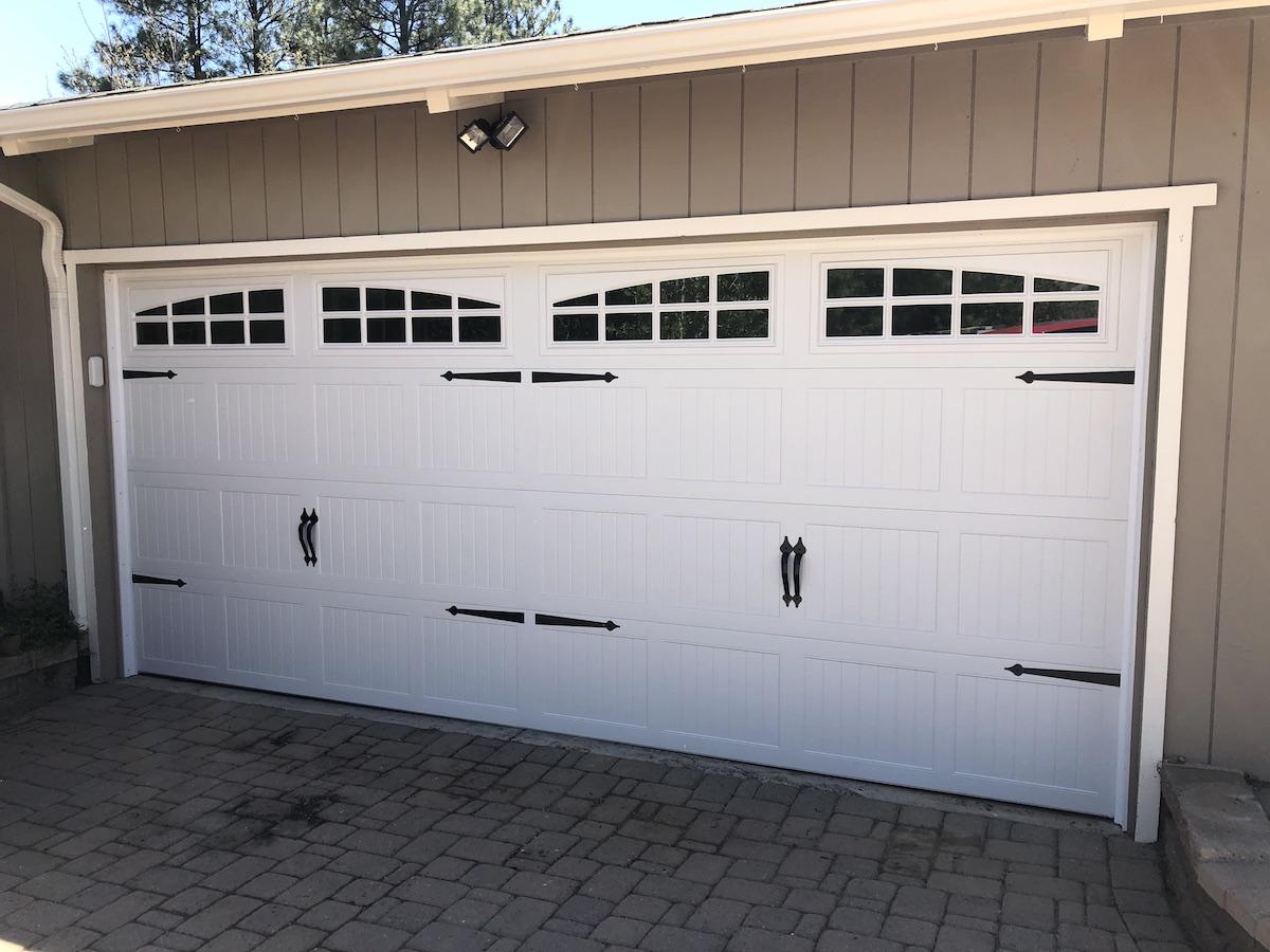residential_carriage_style_garage_door