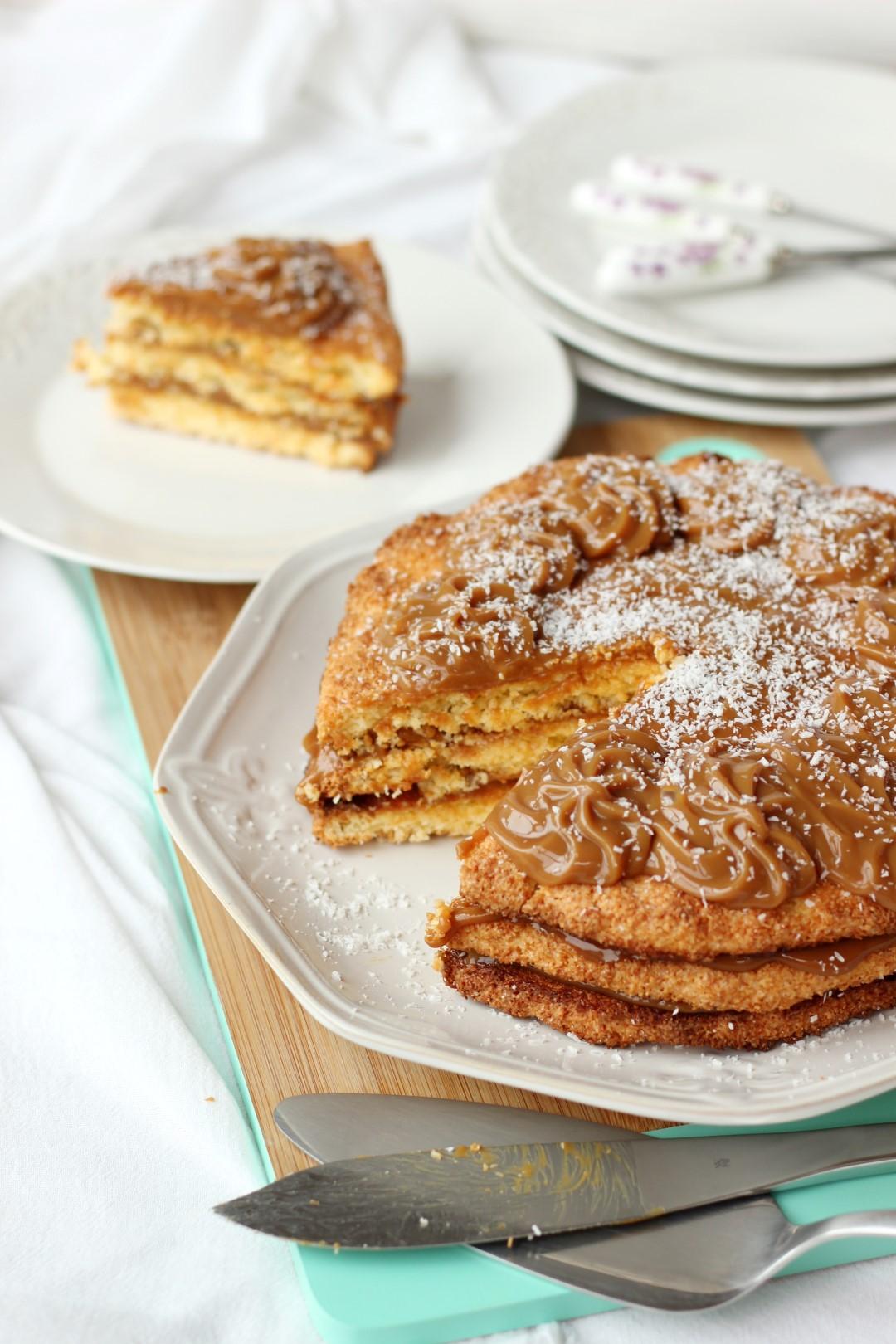 Torta de coco y dulce de leche libre de gluten.