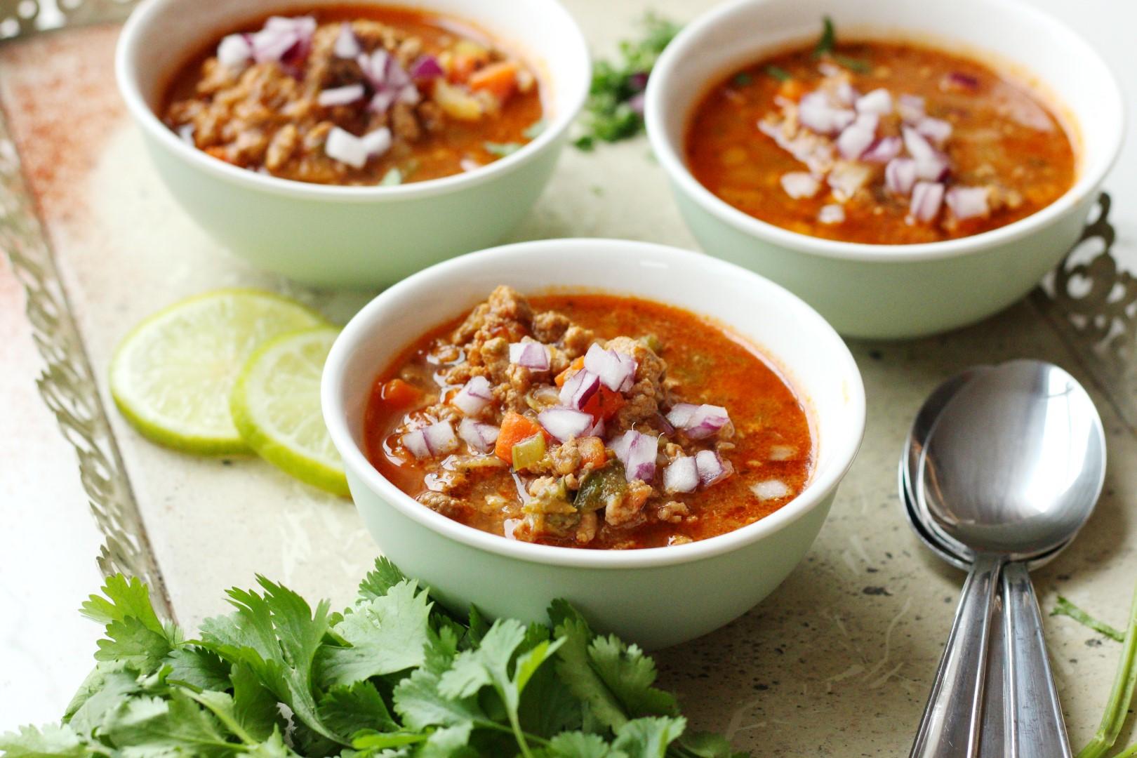 receta de chili con carne y vegetales, cerdo, res, picante, tex mex